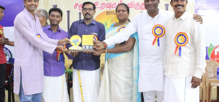 Anumuthu receiving memento for the social work